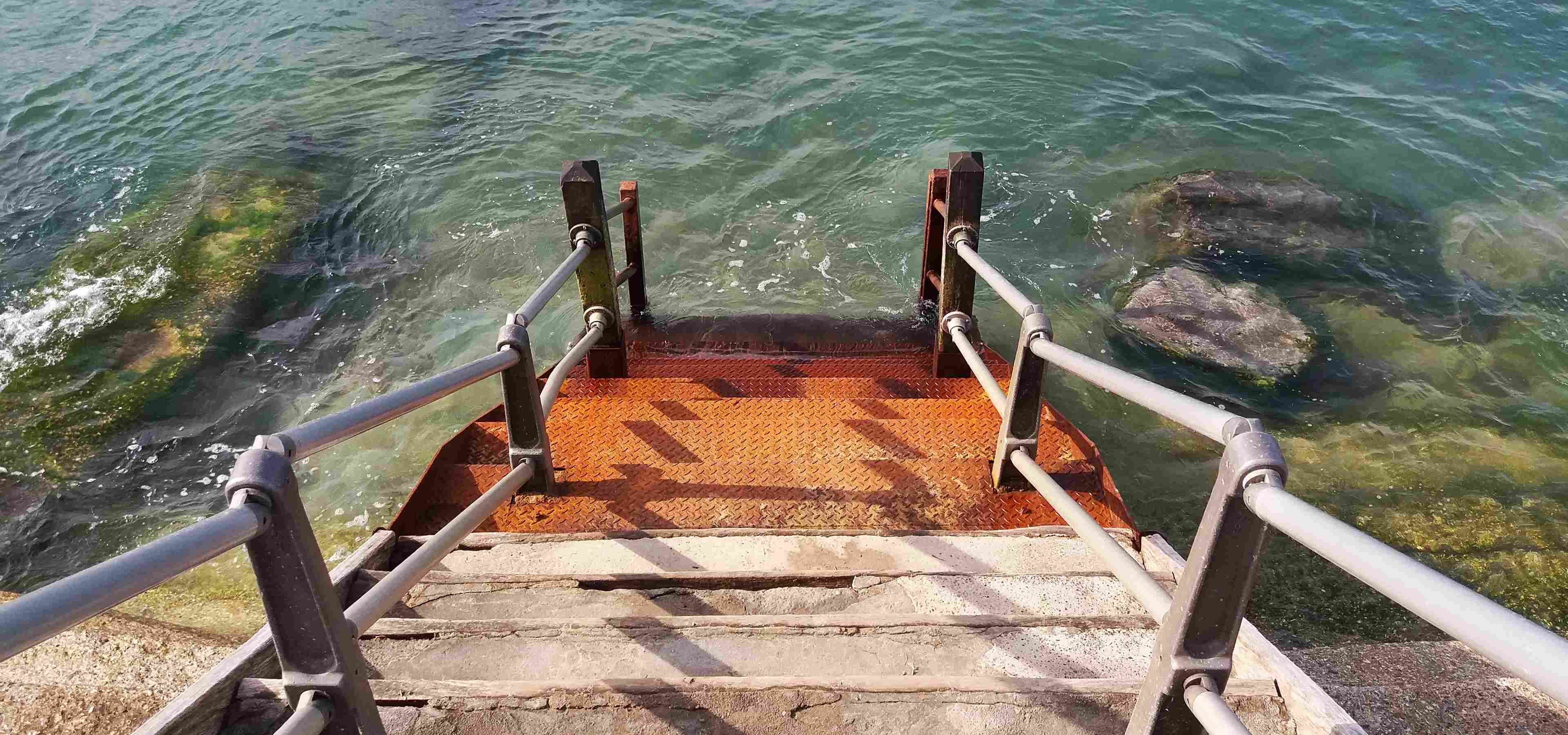 steps down to sea